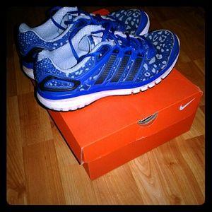 💙blue leopard print Adidas running shoes 💙